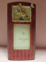 Portafoto resina granate con florecitas y mariposa