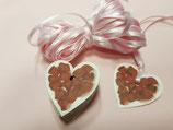 Etiquetas corazón con pétalos rojos + cinta