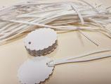 Etiquetas blancas troqueladas ovalado con ondas + cintas (001)
