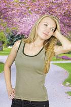 Camiseta de mujer ajustada con tirantes anchos.  Talla M color negro