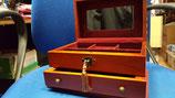 Joyero de madera con cajón, llave, espejo.  Medidas 23x15x12,5
