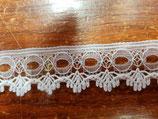 Puntilla de nylon blanca con pasacintas