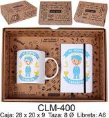 Cajita para regalo de comunión con taza y libreta A6. Color azul