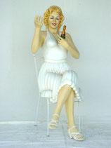 FIGURA DE MARILYN MONROE SENTADA CON CHAMPAGNE | Réplicas de Marilyn Monroe