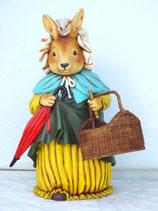 Figura de coneja con cesta y paraguas | Figuras infantiles