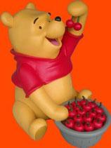 Figura de Winnie The Pooh con cerezas | Figuras de Winnie the Pooh