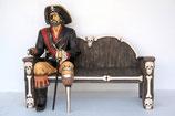 FIGURA DE PIRATA CON UNA PATA DE PALO Y SENTADO EN UN BANCO | Figuras de piratas