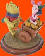 Figura de Winnie The Pooh y Piglet con carro de verduras | Figuras de Winnie the Pooh