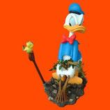 Figura del pato Donald quitando malas hierbas | Decoración Disney