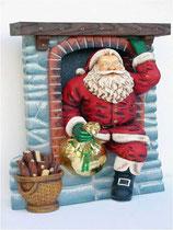 Réplica de papa noel entrando por la chimenea para una estupenda decoración de navidad