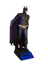 Figura de batman con su capa dispuesto a volar | Figuras de Batman