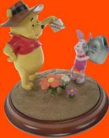 Figura de Winnie the Pooh regando a las flores | Figuras de Winnie the Pooh