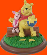 Figura de Winnie the Pooh con Piglet comiendo miel | Figuras de Winnie the Pooh