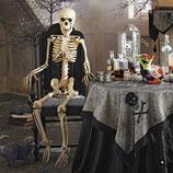 Decoración de Halloween con las mejores figuras de terror como esta replica de esqueleto