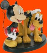FIGURA DE MICKEY ACARICIANDO A PLUTO | Figuras de Mickey Mouse