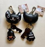 黒猫顔と肉球のびのびリール付キーホルダー