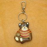手触りが優しい木製クマのキーホルダー