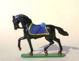Pferd mit Sattel im Schritt / 1. Typ