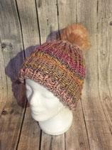 Mütze handgestrickt mit Kunstfellbommel, rosa/natur hell