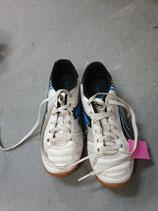Turnschuhe>/Fußballschuhe  Puma Gr. 33
