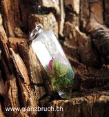 EINZELSTÜCK - mini Rosenblüte mit Moos in Kunstharz eingegossen in Form eines kleinen Bergkristalls- silberfarben - (Nr 170)