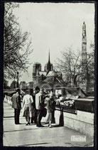 AK Paris, Notre-Dame  Statue de Sainte Geneviéve    91/27