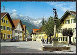 AK Garmisch-Partenkirchen, Floriansplatz mit Blick auf Zugspitzgruppe   34/33