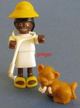 Faszinierendes Afrika von 1995  -Variante - Tierärztin mit Löwenbaby hell  635545    5x