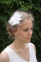 Federblüte mit Perlen und Schleier 1