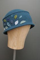 Hutmütze mit Blätterapplikation petrol