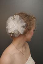 zarter Blütenkopfschmuck mit perlenzweiglein