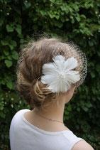 Federblüte mit Perlen und Schleier 2