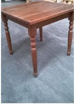 tavolo 4 gambe tornite- misure 60x60x3 h.75 tinta noce legno pino T/064