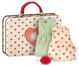 Koffer mit 2 Kleidern