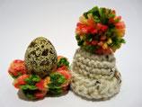 WACHTELEIERWARMHALTEBOMMELMÜTZEN aus der Oberlausitz incl. Eierbecher in Blütenoptik (handgefertigt) im SET