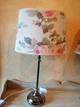 Fenster- oder Tischlampe - hier Schirm creme mit Blumen/Fuß silber