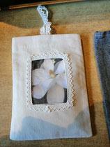Stofftasche für Dufttüte von Brigdewater - hier creme mit Spitze und Fenster