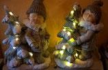 Winterkinder mit Baum und LED-Licht für den Außenbereich