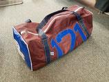 große Reisetasche aus Segeltuch