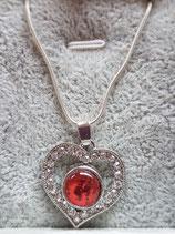 Rotes Herz mit kleinen Steinchen