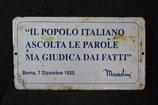 ANTICA TARGA FRASE CELEBRE DI MUSSOLINI LATTA SMALTATA 1930.