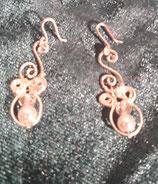 Aretes de perla con adornos de alambre de plata