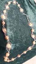 Collar de ojos combinados con perlas