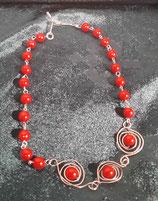 Collar de perlas rojas y tres ojos de buey con alambre de plata