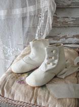 Shabby: Zauberhafte antike Baby Knopfschuhe