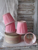 Shabby: Zauberhafter alter rosa Lampenschirm