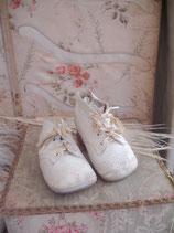 Zauberhafte antike Babyschuhe