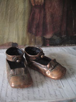 Zauberhafte bronzierte Mädchen Schuhe mit Schleife