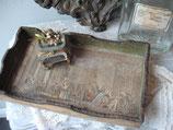 Zauberhafter altes Holztablett mit Gravur aus Frankreich