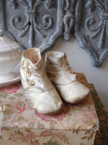 Shabby: Antike Baby Knopfschuhe - Traumpatina